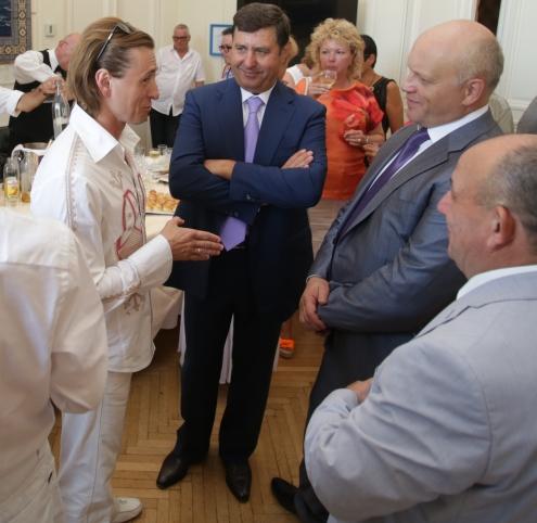 Губернатор Назаров официально пригласил Сергея Безрукова в Омск