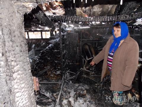 В Омской области полицейские спасли двоих пенсионеров от гибели в огне
