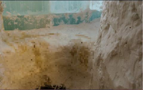 Омичи используют снежное сооружение «Омск» как туалет