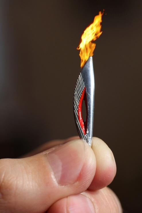 Омский микроминиатюрист сделал 4-сантиметровый олимпийский факел