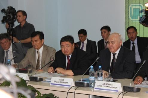 Губернаторы Омской и Павлодарской областей договорились плавать в гости