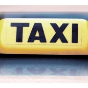 С таксистом расплатились разбоем