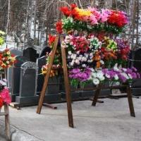 Торговать цветами у кладбищ бизнесмены смогут только по заявке