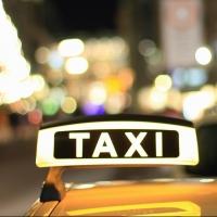 Омский таксист украл у пассажирки сумку
