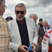 Артист театра и кино появился на праздновании юбилея Омского района
