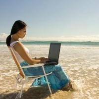 Половину омичей работодатели не пускают в отпуск