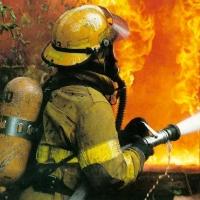 Омич вынес из пожара жену и двухлетнего сына