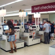 В российских супермаркетах вскоре могут исчезнуть кассиры