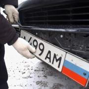 С дорогих машин в Омске стали воровать номера