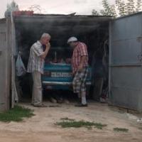 В Омске пьяный  водитель «Приоры» влетел в гараж