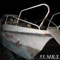 Омич, нанятый для уборки катера, украл с него бинокль и две болгарки