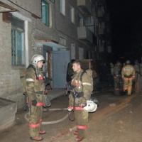 В Омске пожарные спасли задыхавшуюся в горящей квартире женщину