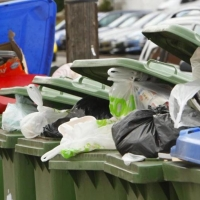 Вывозить мусор в Омской области согласилась только одна компания