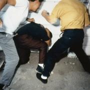 Бомж убил ради модных кроссовок спящего мужчину