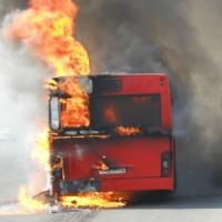 В Омске подожгли автобус