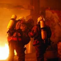 Омские пожарные вынесли из огня пожилую женщину