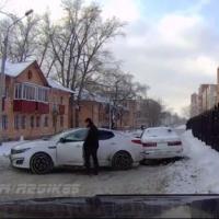 """Неизвестный решил """"разбудить совесть"""" омского водителя"""
