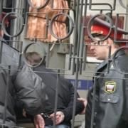 В Омской области подросток чуть не зарезал подругу матери