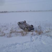 В результате опрокидывания авто в кювет под Омском пострадала маленькая девочка