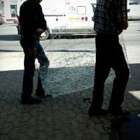 В омском автобусе на ходу выпало окно