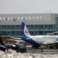 На Урале самолет столкнулся с погрузчиком
