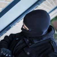 Не сумев устроиться на работу, омичи совершили кражу со взломом