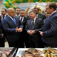"""Омский губернатор предпочел пельмени """"буржуйским деликатесам"""""""