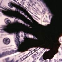 Из Land Cruiser омского бизнесмена украли треть миллиона