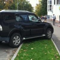 В Ленинском округе Омска ежедневно будут следить за паркующимися