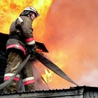 Двое омичей погибли при пожаре в частном доме в Тарском районе