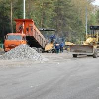 На шести дорогах Октябрьского округа Омска уложат новый асфальт