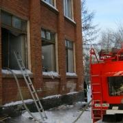 Из-за пожара в омской школе эвакуировались 200 учеников