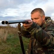 Охотник-браконьер стрелял в лося, а попал в приятеля