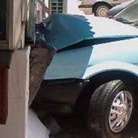 Омич погиб, врезавшись в бетонную стену на Nissan Sunny