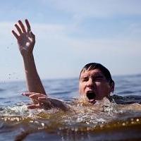 В озере Ик Омской области рыбак провел 40 минут в воде, ожидая спасателей