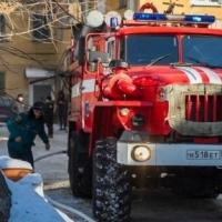 Омские пожарные эвакуировали из многоэтажки 52 жильца