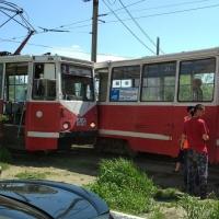 У Омского цирка врезались два трамвая