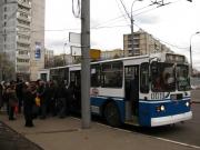 В Омске троллейбус сбил двух человек