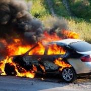 Автовладелец поджег свою машину