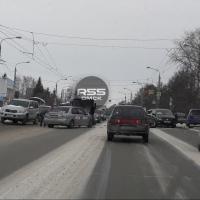 В Омске длинная пробка у Телецентра образовалась в результате аварии