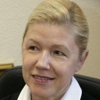 Мизулина похвалила Омск за выпуск патриотических дневников для школьников