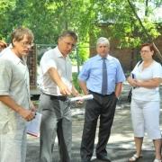 Алексеев проверил асфальт во дворах