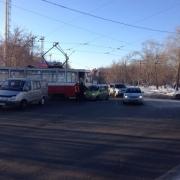 Омский трамвай столкнулся с иномаркой