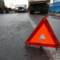 В Омске при столкновении легковушки и автобуса погибли три человека