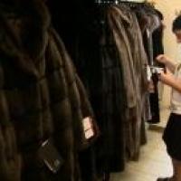 Омские приставы в меховом салоне арестовали три норковые шубы