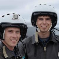 Омских молодых лётчиков спасли от автомобилистов