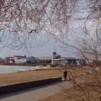 Две новые площадки с тренажерами появились на берегу Иртыша в Омске