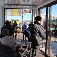 Теплые остановки в Омске протестировал мороз