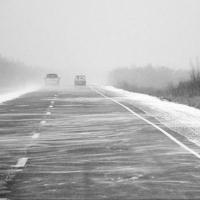 Сильная метель продлится в Омске до конца дня