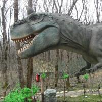 В омском парке планируют поставить рычащих динозавров